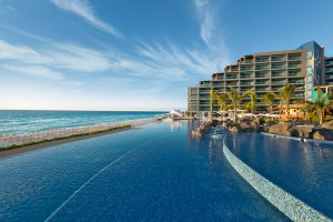 hard-rock-hotel-cancun-pool-to-ocean-shot1